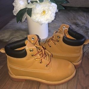 Boys Wheat Faded Glory Winter Boots 2